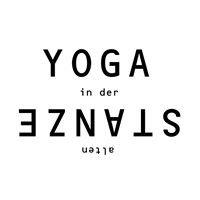 Yoga in der alten Stanze