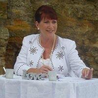 Marriage Celebrant - Meryl McGinn