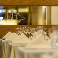Dry Dock Bar & The New Ship Restaurant at Dooley's Hotel
