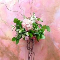 Holiday House Weddings and Events - Florals, lighting and decor.