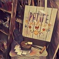 Petite Pickins'