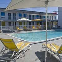 Tybee Sea and Breeze Hotel