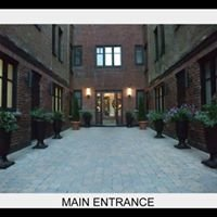 Queen Mary Courtyard Apartments