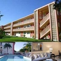 Palm Gardens Apartments in Hollywood