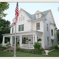 Colonial White House Bed&Breakfast