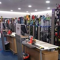 Sport 2000 Jennewein/ Ski in Dorf