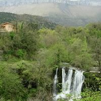 Las casas de la cascada