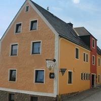 Bayreuther Tor - Sky-Sportsbar und Fremdenzimmer