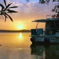 Luxury Houseboat Hire