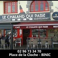 Le Chaland Qui Passe