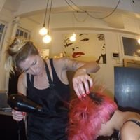 Super Deluxe - Hair and Makeup