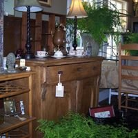 Cabin & Cottage Antiques at Pearl's Garden